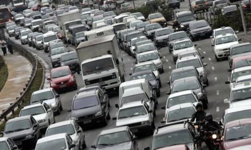 Vendas caem, mas preço do carro sobe 4,4% este ano