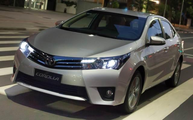 Corolla-2015-Altis