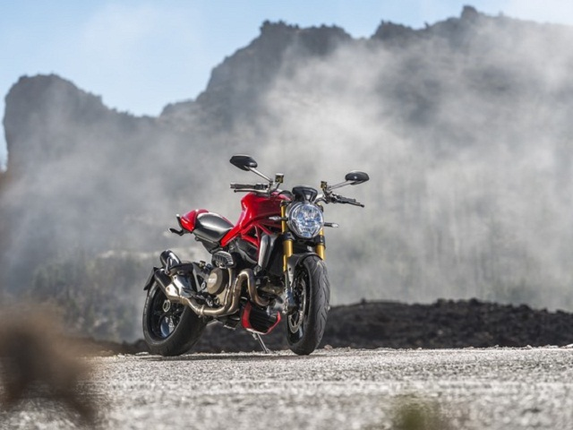 Ducati_monster_1200_frentlat