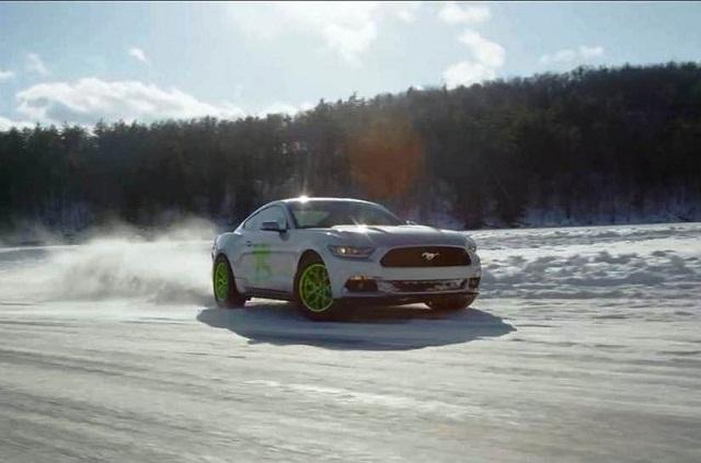 Brincando no gelo de Mustang