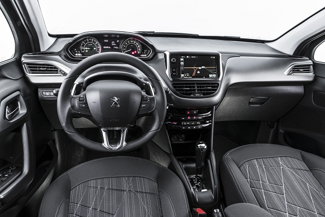 Peugeot_208_interna_2016
