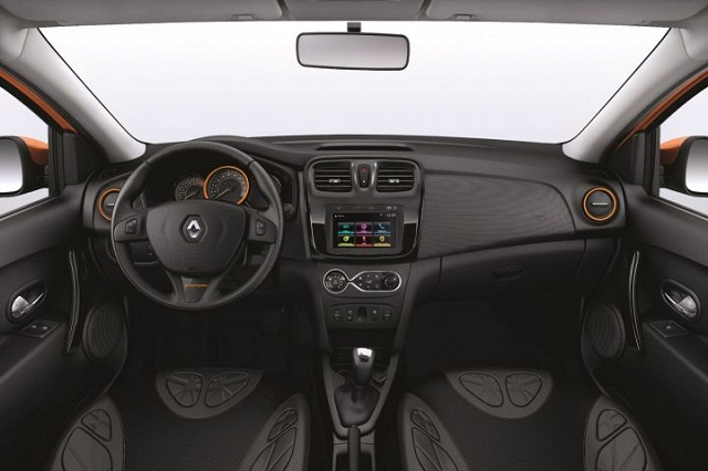 Renault_Sandero_Interior2016_novokitmultimidia