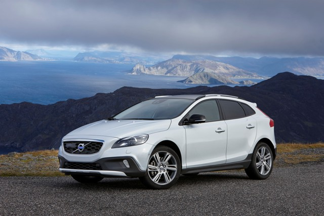 Volvo V40 Cross Country ganha novo motor