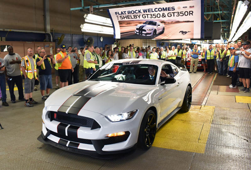 Ford_Shelby_GT350_frentlat_2015