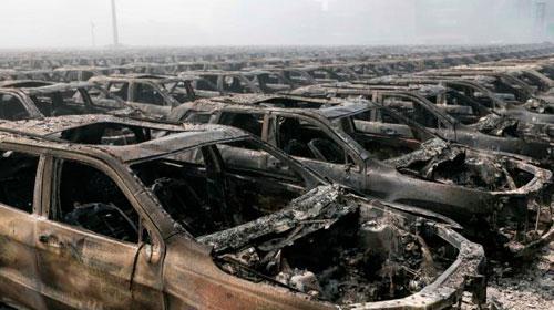 Tragédia em porto chinês danifica 10 mil carros