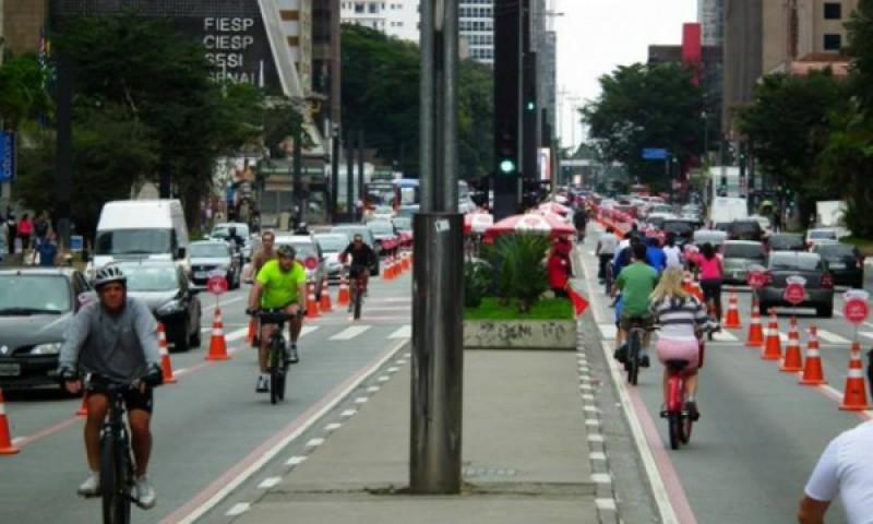Ciclistas expostos ao perigo