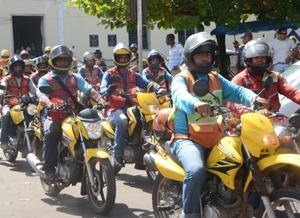 Deputado quer isentar mototaxista de imposto que moto não paga