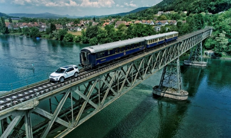 Discovery reboca trem de 100 toneladas