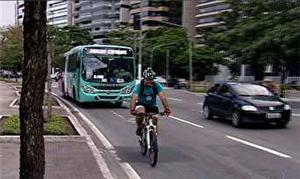 Capacete por ciclistas: não é obrigatório, mas protege