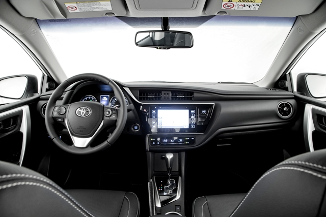 2018_Toyota_Corolla_painel