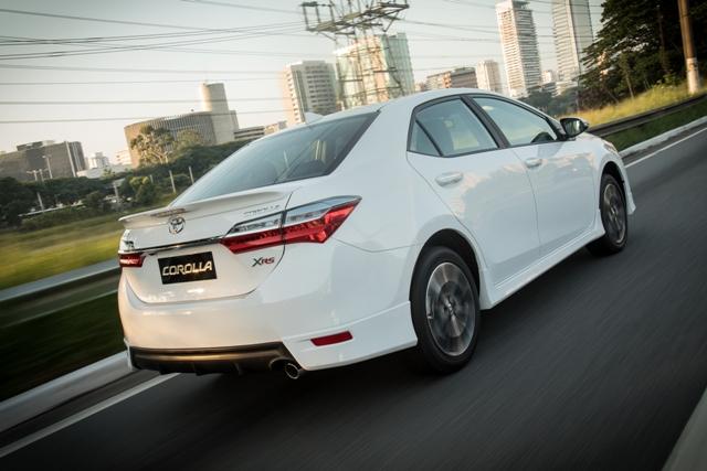 2018_Toyota_Corolla_traslat_3