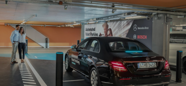 Mercedes-Benz testa estacionamento inteligente