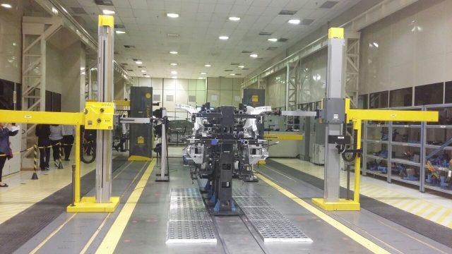 Essa máquina faz a medição milimétrica de algumas partes da carroceria