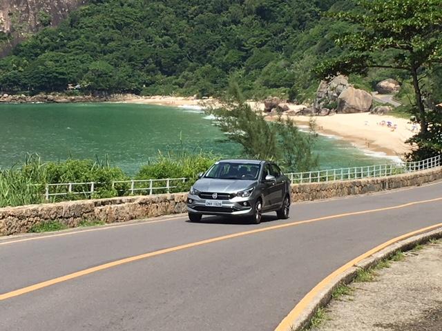 Fiat Cronos frentlat paisagem
