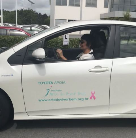 Artigo: Ao volante,  acelerando contra o Câncer de Mama
