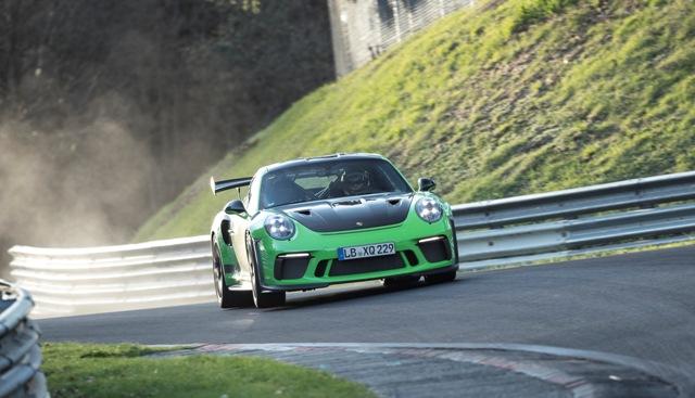 Esportivo Porsche tem desempenho recorde