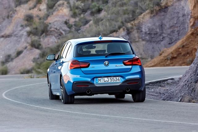 BMW M140i traseira