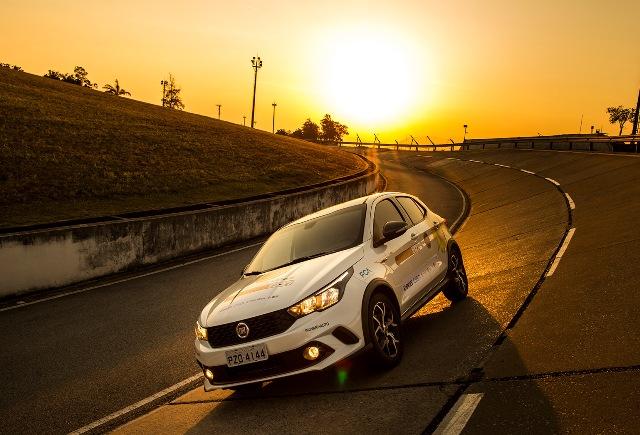 """O """"carro a sol"""" da FCA"""