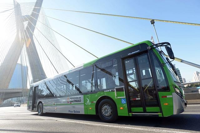 Mais ônibus para o transporte público