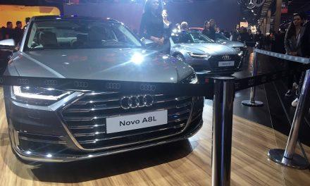 No estande da Audi, E-tron e o quase autônomo A8