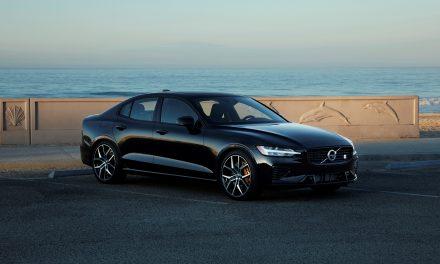 Volvo expõe novo sedã híbrido