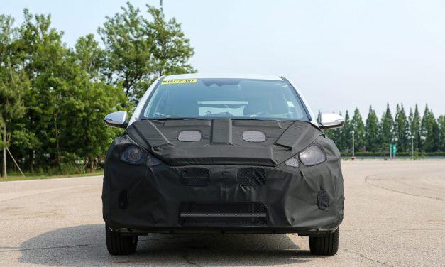 Hyundai esconde o novo HB20