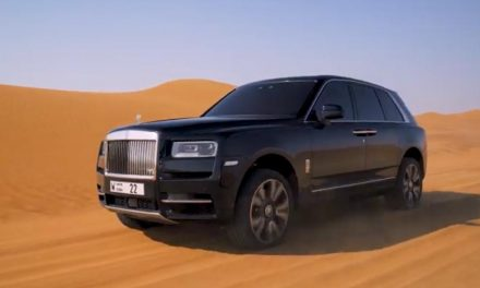 No deserto, a bordo do Rolls-Royce Cullinan